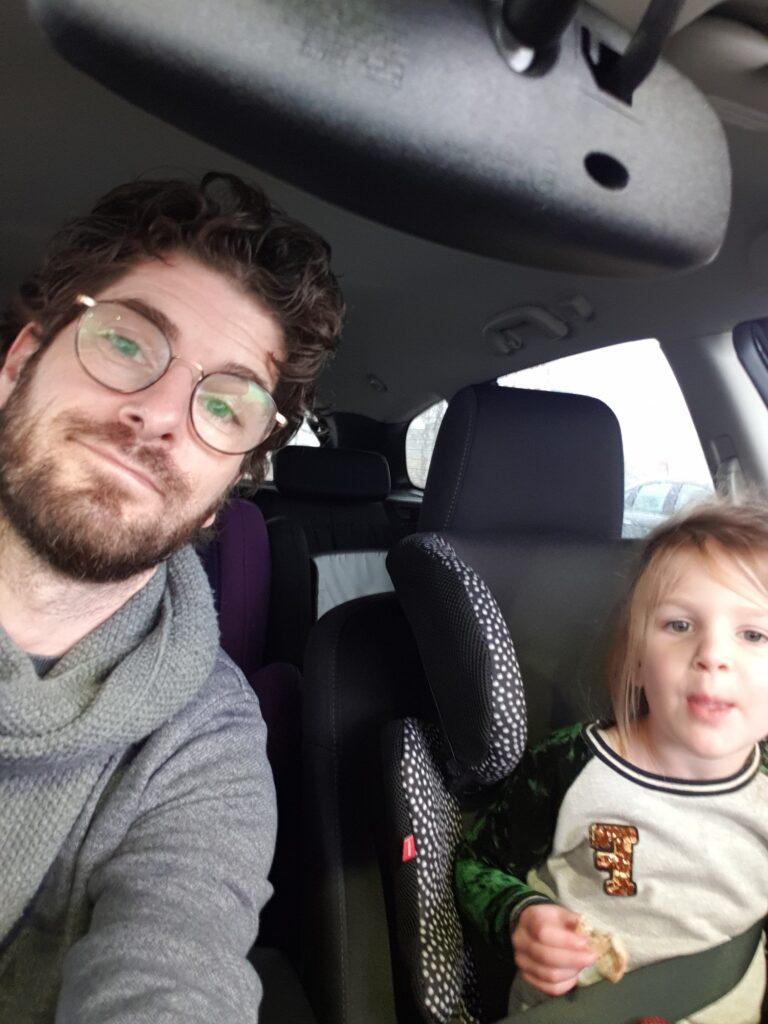 Zwemles kind in de auto
