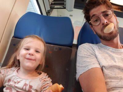 Bart en Lauren in de trein
