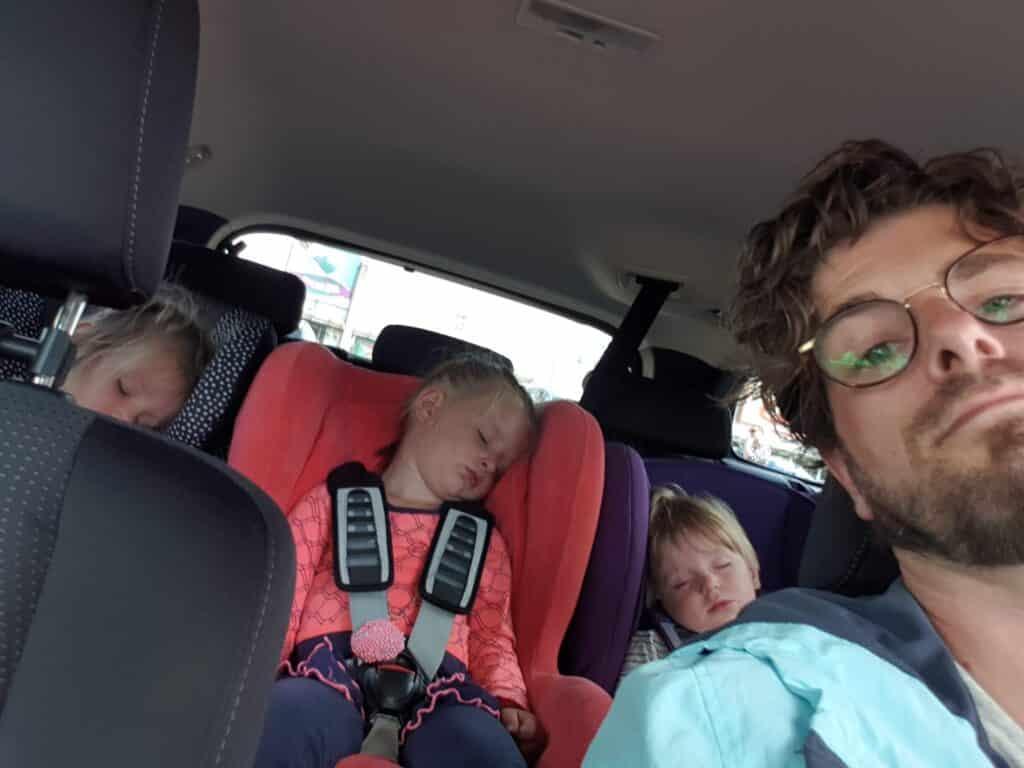 Slapen in de auto - dadventures.nl