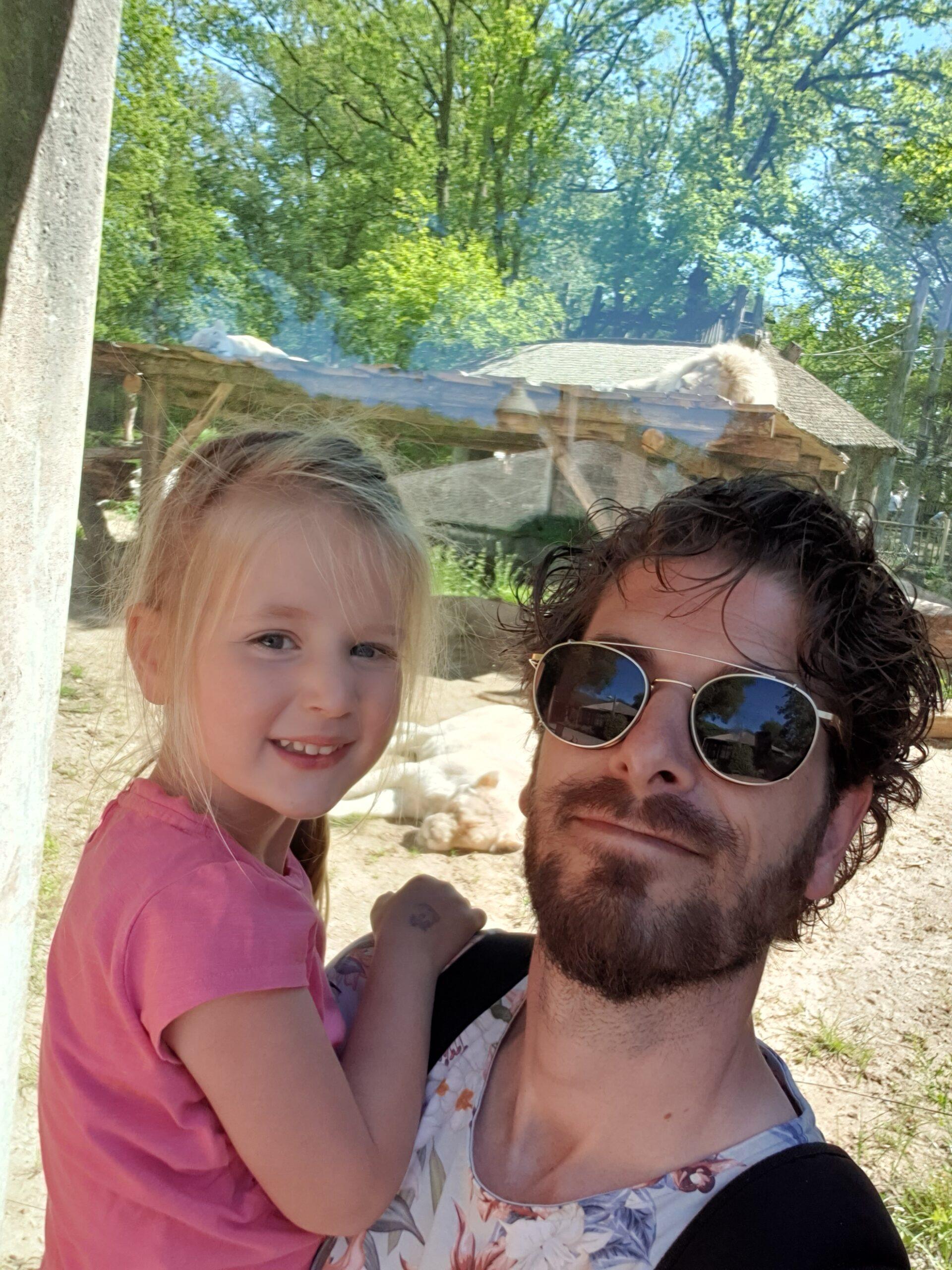 Estelle en ik in de dierentuin