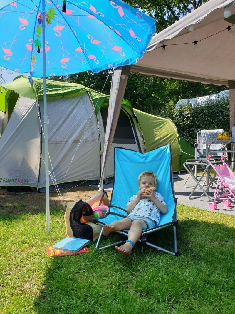 Maxim op de camping