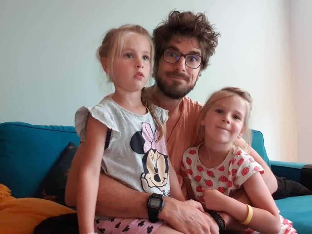 Bart met Lauren en Estelle